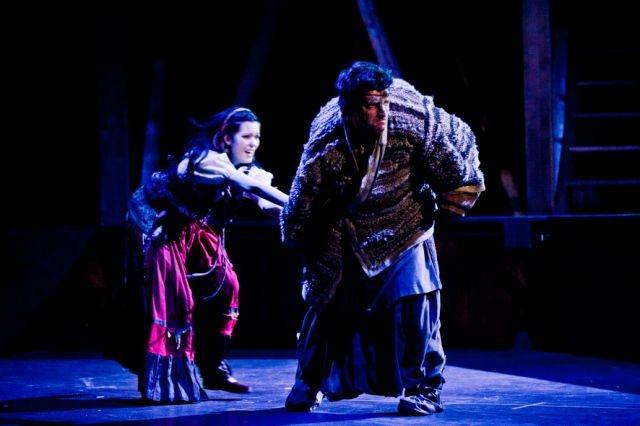 Quasimodo entführt Esmeralda