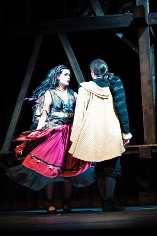 Esmeralda tanzt um Phoebus