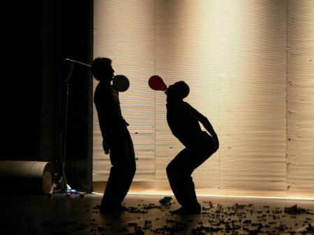 Wettbewerb zwischen aufgeblasenen Männern