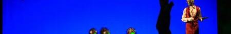 Die furchteinflößenden Kalidhas - halb Gans, halb Boxer - und Kangaroo der Blechmann, ein ängstlicher aussortierter Butler-Roboter